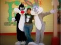 Con Silvestre y Bugs Bunny. Six Flags Magic Mountain