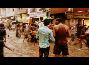 Calle pasada por monzón frente a mi hostal. Delhi.