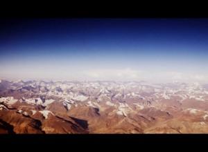 Vista de los Himalayas volando con IndiGo.