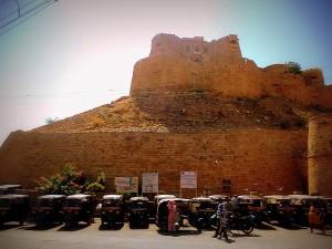Línea de rickshaws. Jaisalmer.