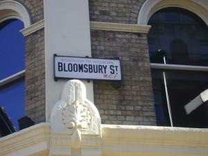 Sos una escritora que se muere de hambre si pasaste por Bloomsbury y se te hizo un hueco en el estómago que, de todas maneras, ya estaba vacío.