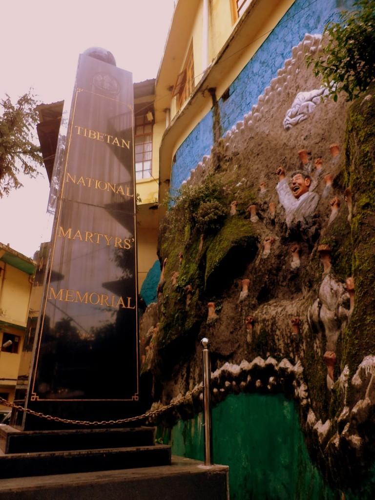 Monumento a los mártires del Tíbet en las afueras del museo.
