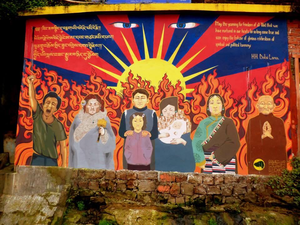 Mural pro liberación del Tíbet. McLeod Ganj.