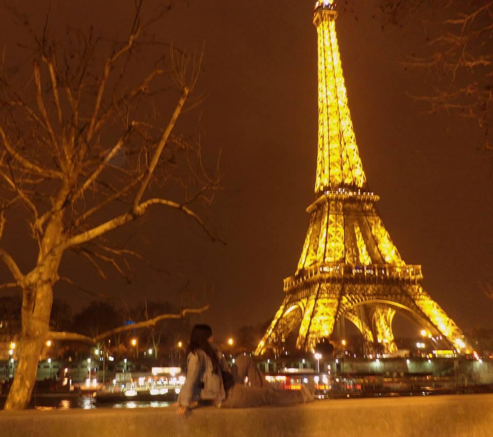 Torre Eiffel de noche París Cómo hago para viajar tanto