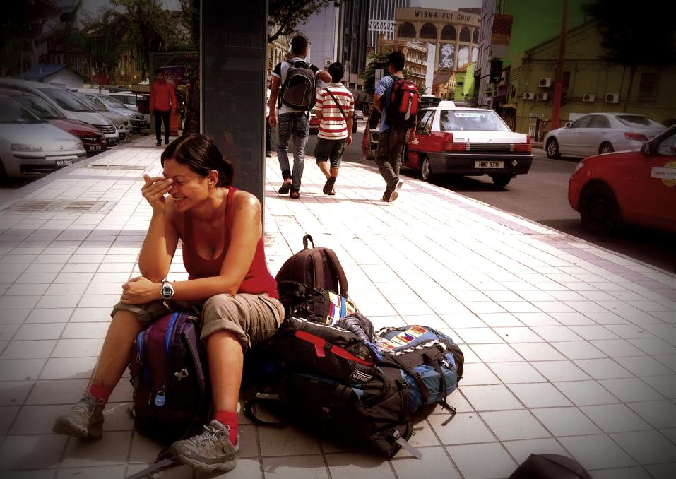 Yo, en Kuala Lumpur, cuando mochileábamos juntos... La foto la tomó él. ¿Ven que feiz me veo?