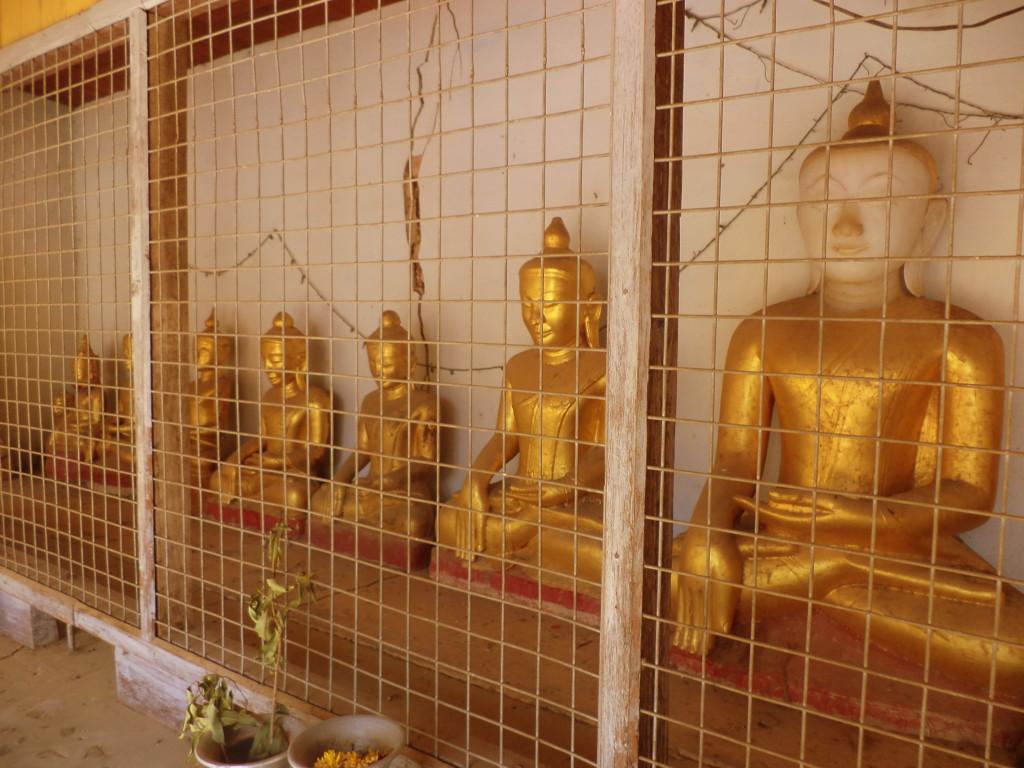 Budas en jaula. Bagan.