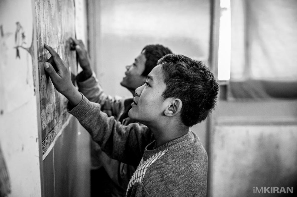 ¿Dónde queda Costa Rica? Y estos niños refugiados de Myanmar se pusieron a buscar en el mapa. No los culpo: yo hasta hace poco tampoco sabía dónde quedaba Myanmar. Cameron Highlands, Malasia.