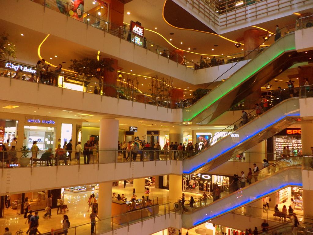 Por lo demás, así se ve un mall en Jakarta. Los invito a encontrar las 5 diferencias con uno occidental.