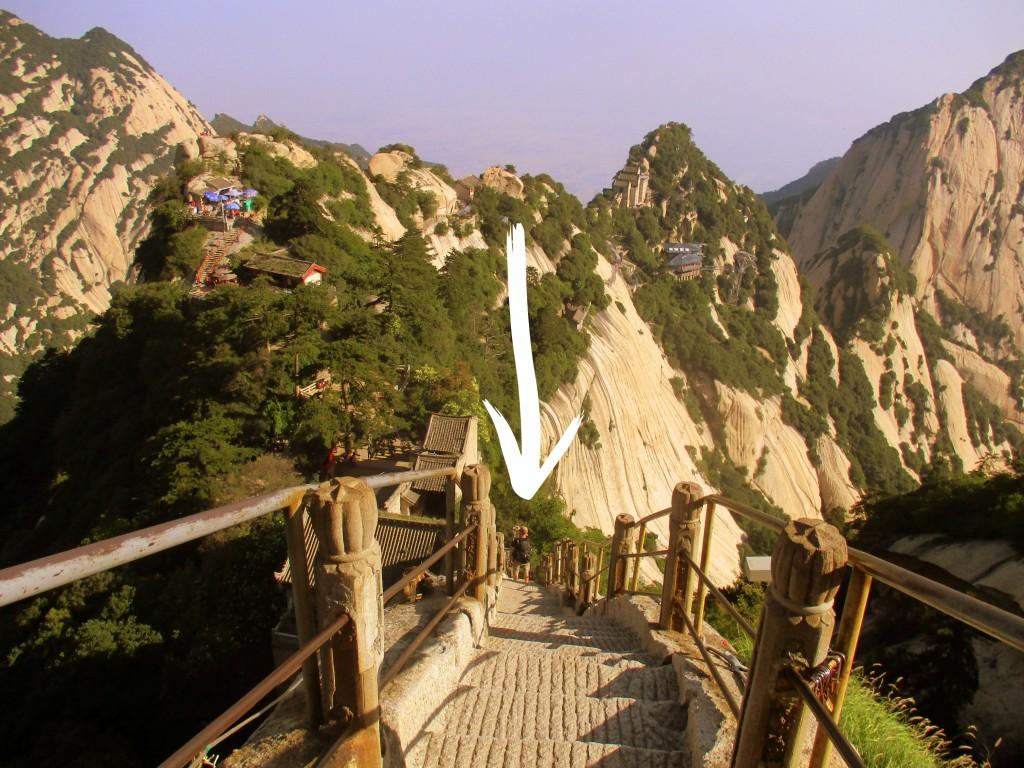 Que parece uno que está caminando por las vértebras la columna de la montaña.
