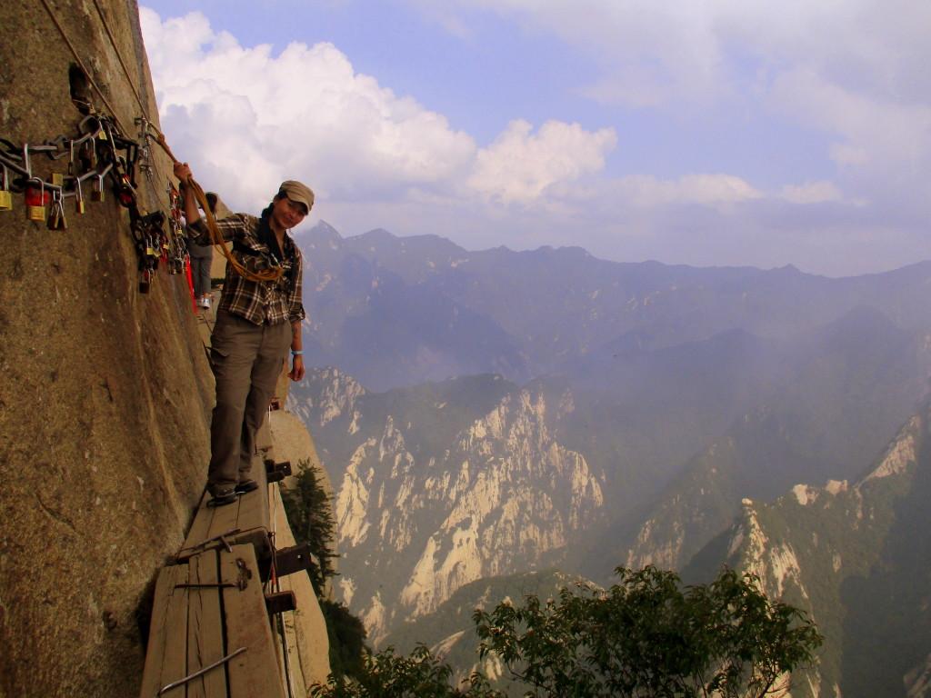Yo, en el dizque sendero más peligroso del mundo, bloqueándole el paso a un montón de chinos que viene detrás de mí. :p