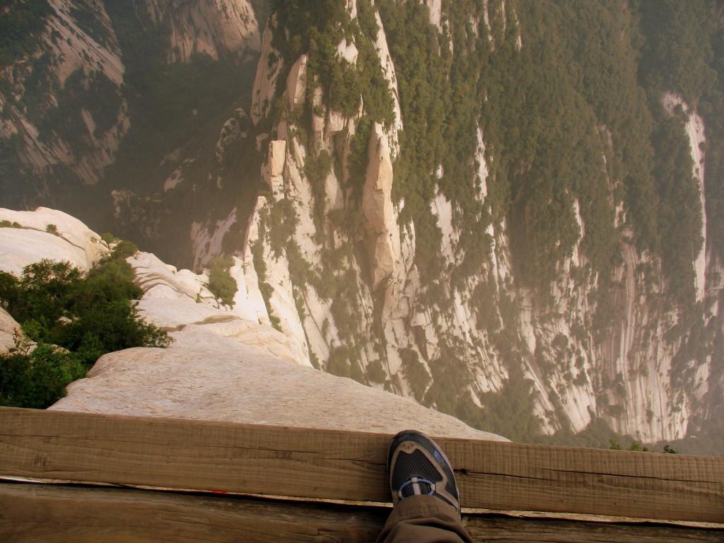 El ancho de la tabla en algunos sitios. Plank in the Sky. Mount HuaShan.