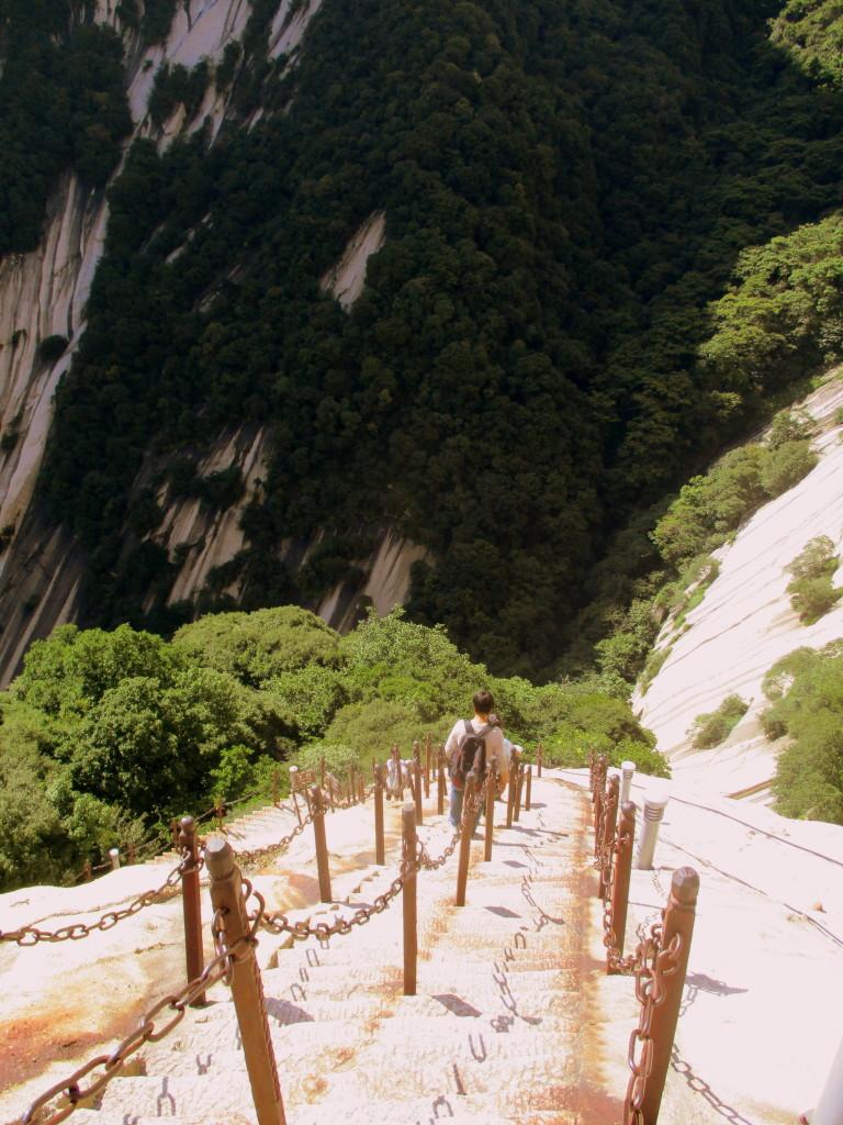 Posiblemente, una reencarnación de Tomás de Torquemada bajando hacia los infiernos que le corresponden. Soldier's Path, Monte HuaShan.