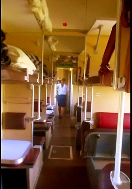 Vagón de tercera clase o platzkart. ¡Viví la experiencia proletaria! :)