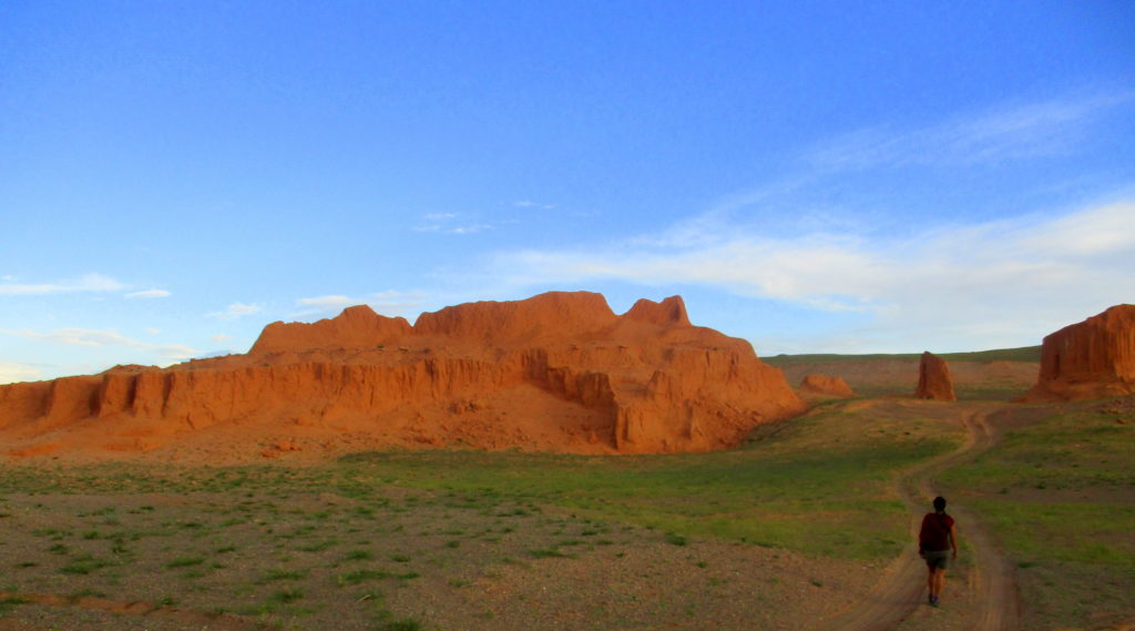 Nómada digital Red cliffs Mongolia