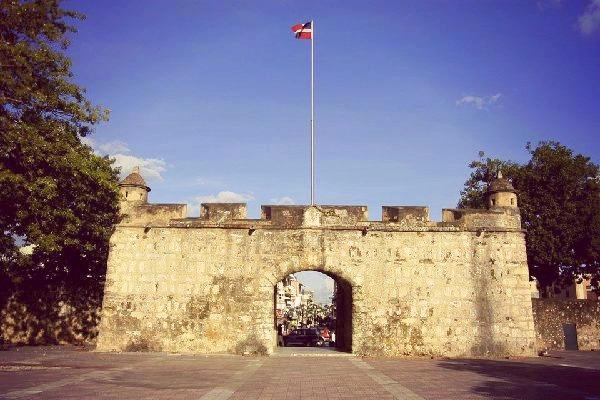 Muralla Santo Domingo República Dominicana sitios que te harán viajar en el tiempo